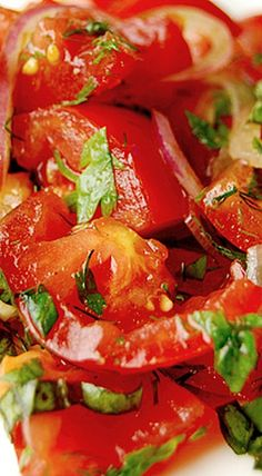 Simple Tomato and Basil Salad with Balsamic Dressing ❊