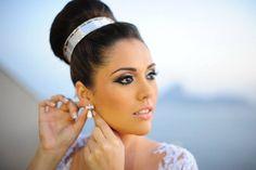 Maquiadora e Cabeleireira, visagista, especializada em AIRBRUSH, sendo a primeira no Brasil a utilizar essa técnica em noivas. Hoje divide seu tempo entre as mais belas clientes e as salas de aula.
