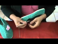 Crochet and Knitting Crochet Slipper Boots, Crochet Sandals, Knitted Slippers, Crochet Baby, Free Crochet, Knit Crochet, Crochet Patterns For Beginners, Crochet Videos, Knitting Socks