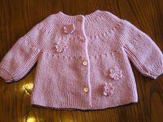 """Mais um casaco """"ondinhas"""" com flores. Este vai ser oferecido na Páscoa!        para mais tarde recordar..."""