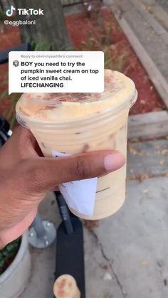 Starbucks Hacks, Starbucks Secret Menu Drinks, Starbucks Coffee, Iced Coffee, Iced Americano Starbucks, Bebidas Do Starbucks, Healthy Starbucks Drinks, Yummy Drinks, Fancy Drinks