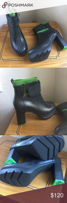 Sorel Medina Heeled Ankle Rain Boot Green Only worn once. Great boot! Sorel Shoes Winter & Rain Boots