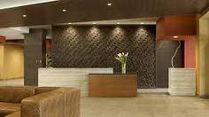 Bildergebnisse für moderne Hotelrezeption Hotel Reception Desk, Reception Table Design, Modern Reception Desk, Reception Seating, Reception Areas, School Reception, Modern Hotel Lobby, Restaurant Seating, Interior Design Studio