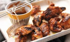 Ali di pollo e  la ricetta della salsa barbecue all'americana
