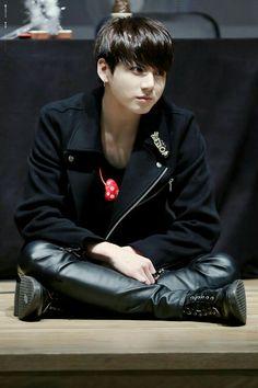 jungkook is so smol *cries*