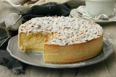 Torta sbriciolata con cuore di crema e ananas. Una torta semplicissima da preparare e tanto golosa. Da provare accompagnata da panna montata.