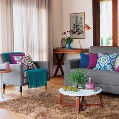 Cortina, tapete, almofadas e manta para sofá. Mude apenas os acessórios e ganhe uma sala renovada! Venha conhecer as novidades pra sua casa aqui na Pernambucanas. #Pernambucanas #home #decor #homedecor #interiors #acessorios #casa