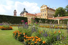 Manor Houses, Palaces, Versailles, Castles, Medieval, Dolores Park, Mansions, House Styles, Travel
