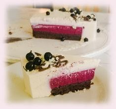Helenan Hella: Mustaherukka-valkosuklaa kakku suklaapohjalla Cheesecake, Food And Drink, Baking, Desserts, Tailgate Desserts, Deserts, Cheesecakes, Bakken, Postres