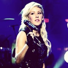 Ellie Goulding ready to sing!