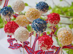 Lyse cakepops med sitronkrem og hvit sjokolade July 17, 4th Of July, Scandinavian Food, Cakepops, Desserts, Holidays, Lily, Tailgate Desserts, Vacations