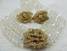 KJL (Kenneth Jay Lane) - Créateur de Bijoux - Vintage - Collier et Boucles d'Oreilles 'Fleurs' - Perles Transparentes Irisées et Métal Doré