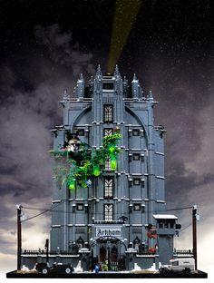 The Elizabeth Arkham Asylum for the Criminally Insane - Lego Batman - Ideas of Lego Batman - The Elizabeth Arkham Asylum for the Criminally Insane by Thorsten Bonsch. Click the link to find an 82 page guide detailing how he built it. Lego Halloween, Lego Chevalier, Batman Lego, Batman Arkham, Lego Marvel, Batman Party, Legos, Chateau Lego, Lego Knights