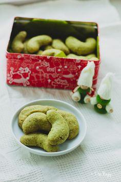 Tökmagos kifli 25db Vegan, Cookies, Desserts, Food, Crack Crackers, Tailgate Desserts, Deserts, Biscuits, Essen