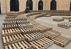"""Pallet, Casa de Cultura"" by Tallerdarquitectura, Girona Urban Furniture, Street Furniture, Wooden Furniture, Furniture Ideas, Urban Landscape, Landscape Design, Urban Intervention, Urban Park, Outdoor Classroom"