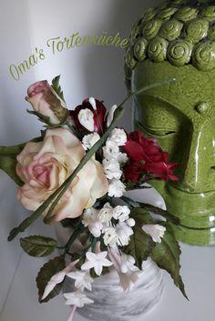Glass Vase, Flowers, Home Decor, Hobbies, Homemade Home Decor, Floral, Interior Design, Royal Icing Flowers, Home Interiors