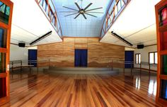 Noosa Pengari Steiner School Performance Hall in Sunshine Coast, Queensland, Australia Rammed Earth Homes, Rammed Earth Wall, School Hall, Sunshine Coast, Beautiful Buildings, Wall Colors, Construction, Contemporary, Architecture