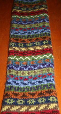 Ravelry: Peerie Scarf pattern by Monta Morris – socken stricken Fair Isle Knitting Patterns, Knitting Charts, Knitting Designs, Knitting Stitches, Knitting Yarn, Knit Patterns, Knitting Machine, Baby Patterns, Hand Knitting