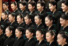 <宝塚歌劇>「教えを胸に」巣立ちの春 宝塚音楽学校卒業式