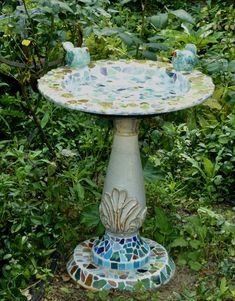 vogelbad ~ mozaïek Paint Pens, Mosaic, Bird, Outdoor Decor, Painting, Home Decor, Painting Art, Birds, Interior Design