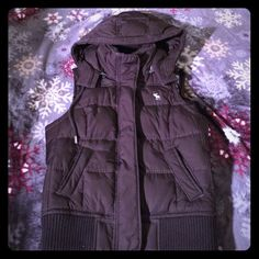 Abercrombie down vest- brown Size medium. Removeable hood. Pockets in front Abercrombie & Fitch Jackets & Coats Vests