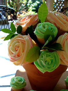 Cupcakes in flower pots for the wedding cake.