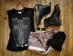 Grunge outfit minus the miley hat and glasses