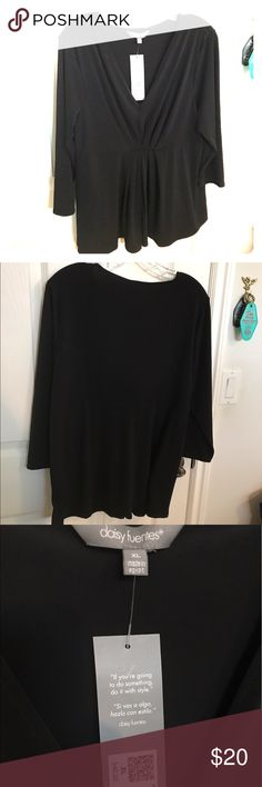 NWT Daisy Fuentes XL black pleat waist top! CUTE! NWT Daisy Fuentes XL black pleated waist top. Smoke free home. Daisy Fuentes Tops Blouses