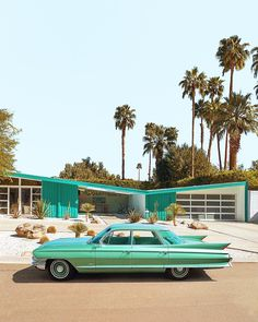 ✨ ✨ Are you kidding me! 😱😱 what a shot from 〰️〰️〰️Classic Cadillac Sedan de Ville in Palm Springs 💚🧡 Palm Springs California, Palm Springs Style, Southern California, Paul Fuentes, Spring Architecture, Vintage Architecture, Casa Retro, Palm Springs Houses, Modernism Week