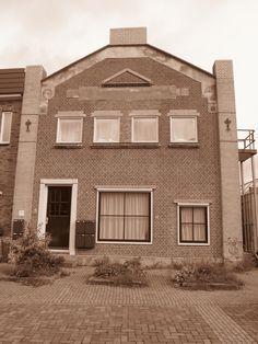 2013: Voormalige bioscoop Tivoli (=nu woonruimte) Noord Scharwoude