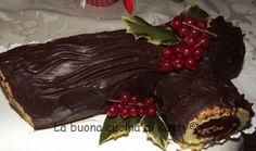 La buona cucina di Katty: Tronchetto di Natale farcito di crema nocciolata e granella di noccile