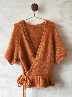 Wrap Me Up cardigan fra Plummum, strikkeopskrift – Önling Mode Crochet, Knit Crochet, Summer Knitting, Hand Knitting, Knitting Designs, Knitting Patterns, Small Knitting Projects, The Cardigans, Cardigan Design