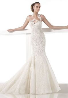 Mermaid styled wedding dress with sweetheart neckline and embellished lace I Style: CAREZZA I by PRONOVIAS I http://knot.ly/6492B0MhC