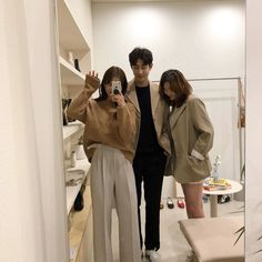 ulzzang group 얼짱 girls boys cute kawaii adorable korean pretty beautiful hot fit japanese asian soft aesthetic g e o r g i a n a : 人 Mode Ulzzang, Ulzzang Korea, Korean Ulzzang, Ulzzang Boy, Boy And Girl Friendship, Korean Best Friends, Anime Siblings, Siblings Goals, Celebrity Casual Outfits