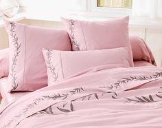 Linge de lit satin de coton brodé Unique Duvet Covers, Bed Covers, Pillow Covers, Bed Sheet Curtains, Bed Sheets, Linen Bedding, Bedding Sets, Bedroom Black, Hand Embroidery Designs