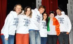 Cursos de inglés en Irlanda. Condado de Kildare. Los  monitores de EMY junto con la coordinadora del programa en la fiesta de despedida. Jóvenes 2011