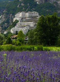 Forte di Bard, Valle d'Aosta. 45°37′00″N 7°45′00″E