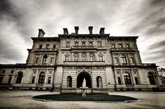 Bitten by the New England bug. Dreaming of The Breakers and other mansions of the Gilded Age in Newport, Rhode Island.