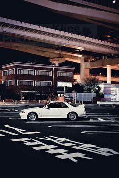 Skyline GTR action from Daikoku Futo. Nissan Skyline Gtr R32, R32 Gtr, Nissan 350z, Lamborghini, Ferrari, Jdm Wallpaper, Sports Car Wallpaper, Tuner Cars, Jdm Cars