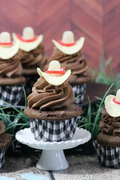 Perfect for a rodeo event, picnic, or birthday party these Cowboy Hat Cupcakes are easy to make and so fun! Baking Cupcakes, Cupcake Recipes, Cupcake Cakes, Dessert Recipes, Cowboy First Birthday, Horse Birthday Parties, Rodeo Birthday, Cowboy Cupcakes, Barnyard Cupcakes