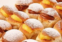 pan de leche, relleno de crema pastelera y de dulce de leche Fruit Recipes, Brunch Recipes, Snack Recipes, Dessert Recipes, Cooking Recipes, Snacks, Challah, Croissants, Hispanic Desserts