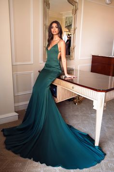 Tamara - Emerald Backless Satin Gown with V-Neckline & Mermaid Train – A&N Luxe Label Formal Dresses For Women, Elegant Dresses, Pretty Dresses, Beautiful Dresses, Gala Dresses, Evening Dresses, Emerald Dresses, Emerald Gown, Emerald Green Evening Gown