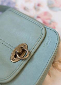 Kup mój przedmiot na #vintedpl http://www.vinted.pl/damskie-torby-i-plecaki/torby-na-ramie/20971910-torebka-levis