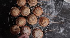 Яблочные пирожки на палочке