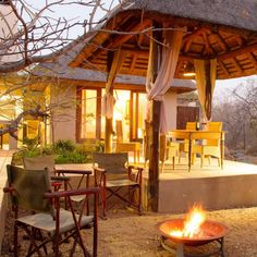In a lovely bush setting you can truly escape from the daily hustle and bustle at 15 Raptors Lodge! #Hoedspruit #Limpopo #TravelGround