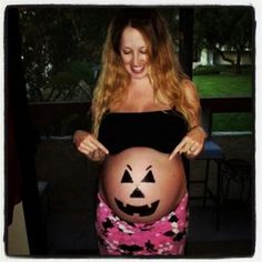 Cute Pregnant Belly idea for a Halloween, this my little Pumpkin in my belly the day before he was born :) Newborn Photos, Pregnancy Photos, Maternity Photos, Pregnant Halloween, Baby Painting, Little Pumpkin, Painted Pumpkins, Halloween Costumes, Halloween Ideas