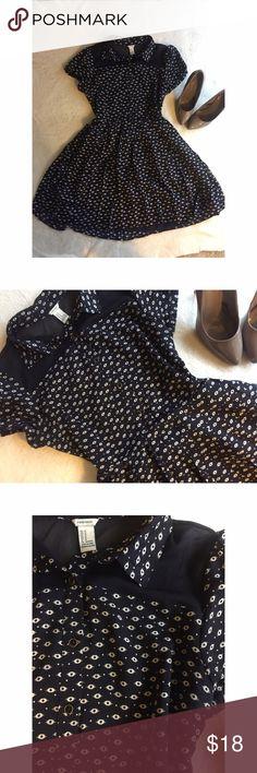 Pleated dress Beautiful pleated navy blue dress , see trough back , medium size Forever 21 Dresses Mini
