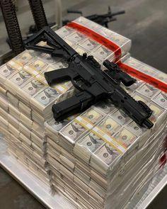 🤑Make Money Online🤑. 👉Get Paid Easily To your Account🤑 . Weapons Guns, Guns And Ammo, Fast Money Online, Flipagram Instagram, Argent Paypal, Armas Ninja, Money Stacks, Custom Guns, Military Guns