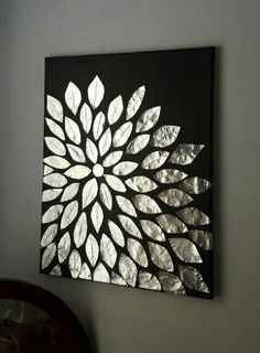 Leere Leinwand, Aluminiumfolie und Mod Podge More Source by DIY Wandkunst. Leere Leinwand, Aluminiumfolie und Mod Podge More Source by Metal Flower Wall Art, Metal Wall Art, Flower Art, Metal Work, Feuille Aluminium Art, Diy Home Crafts, Arts And Crafts, Mur Diy, Cuadros Diy