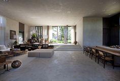 Casa de praia rústica e contemporânea